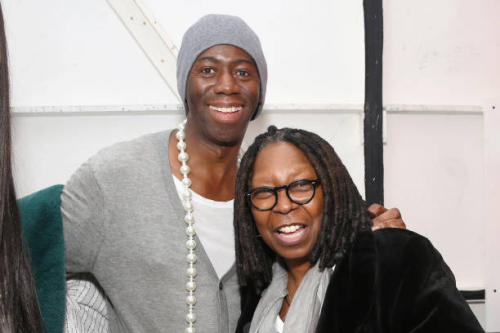Alexander-and-whoopi-goldberg-poses-backstage-for-ceremony-xulybet-x-picture-id915961250