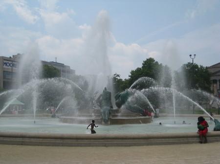 Swan_fountain_1