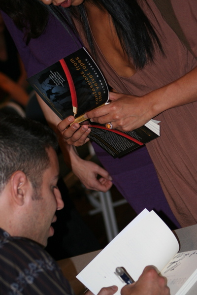 Glenn_and_woman_signing_1